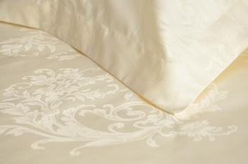 Постельное белье Однотонное постельное белье «Французские узоры шампань» Семейный за 4 950 руб