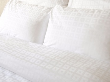 Постельное белье Простынь на резинке «Квадрат в квадрате», белый 180х200 за 1 550 руб