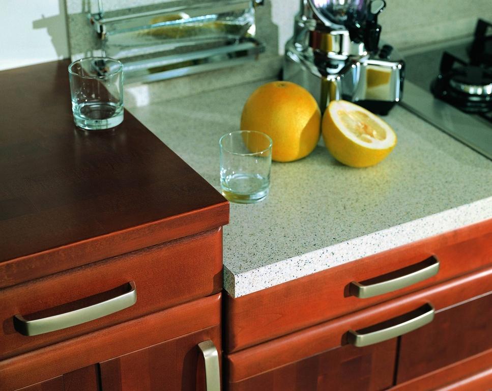 Чем можно удалить пятно от горячей посуды на столешнице фото