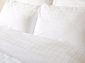 Постельное белье Простынь на резинке «Квадрат в квадрате», белый 90х200 за 1 300 руб