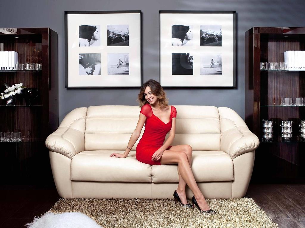 Фотосессия дома на диване