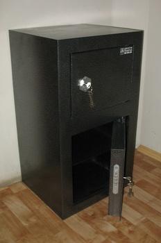 Сейфы и металлические шкафы Сейф напольный за 6 400 руб