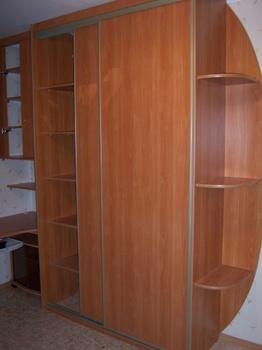 Комплект мебели Шкаф купе со столом для школьника за 9 000 руб